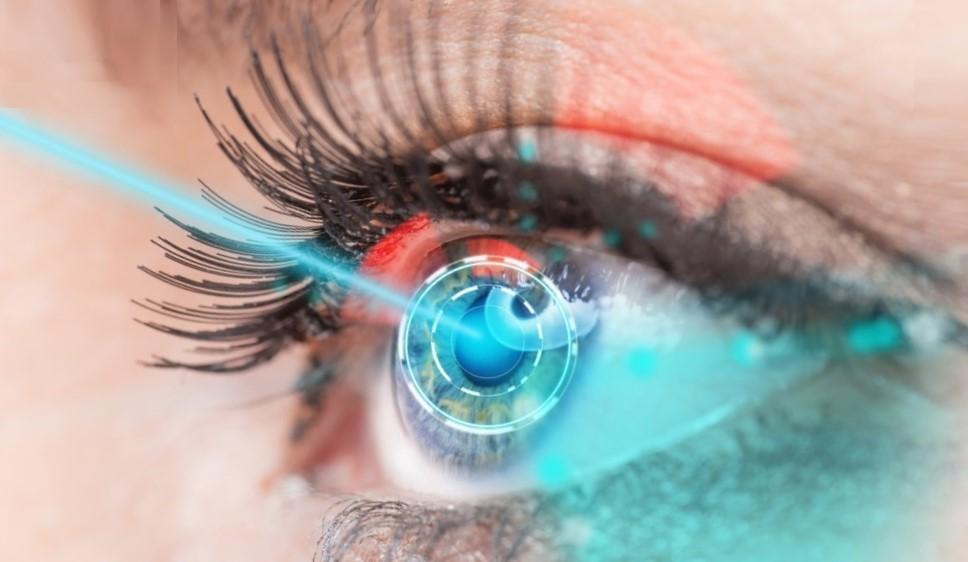 лазер светит в глаз